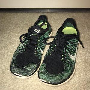 Nike free run 4.0 flyknit tennis shoes